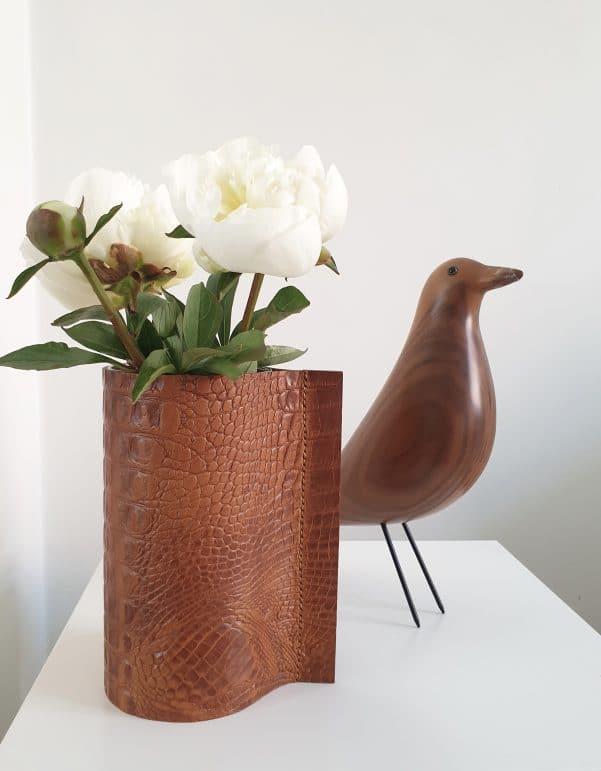 vaas hoog en vitra vogel