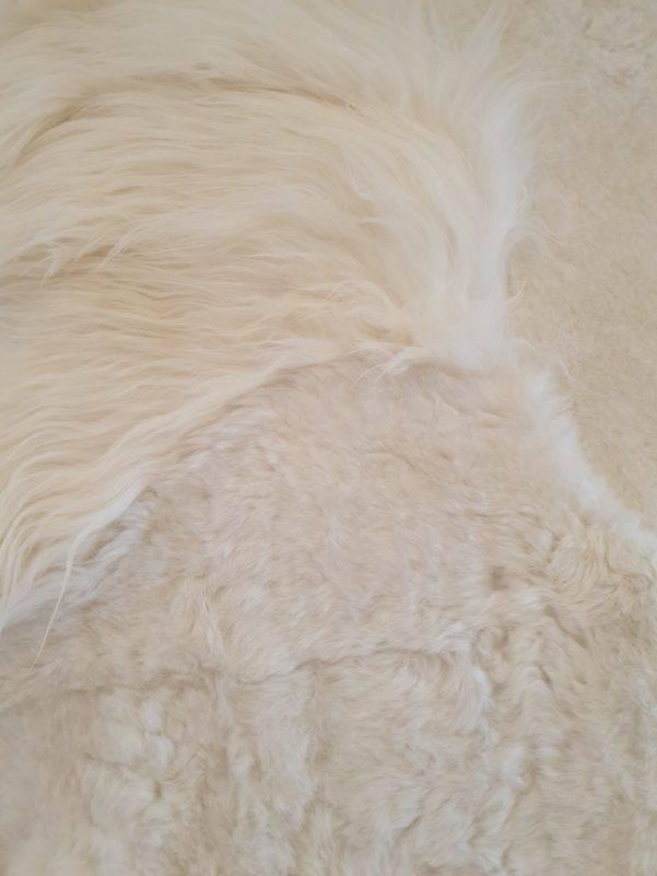 1 schapenvacht patchwork tapijt wit detail  rotated - Patchwork schapenvacht tapijt wit