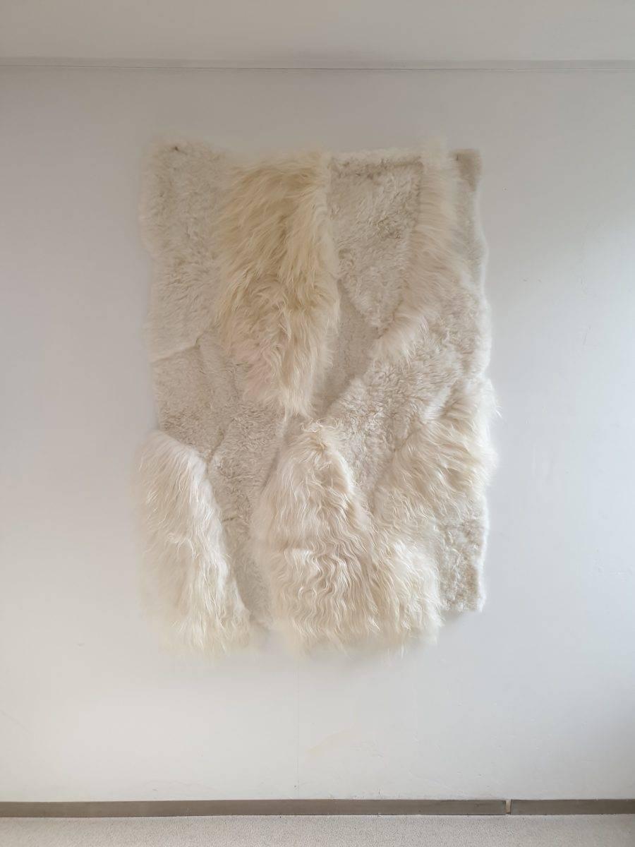 2 schpenvacht patchwork tapijt wit 2 - Patchwork schapenvacht tapijt
