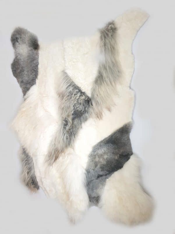 10 2 1 - Patchwork schapenvacht tapijt grijs en wit (nr. 10)