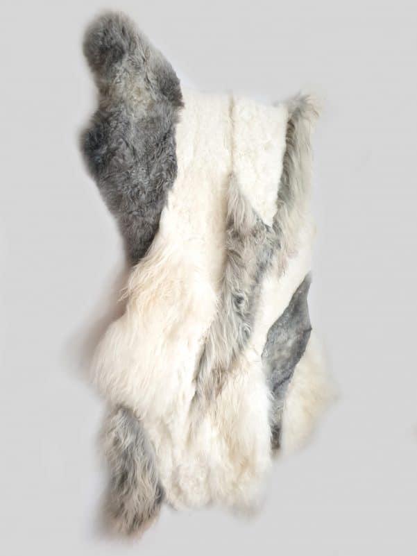 10 3 1 - Patchwork schapenvacht tapijt grijs en wit (nr. 10)