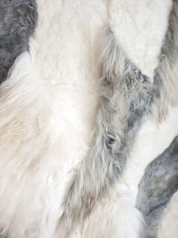 10 4 1 - Patchwork schapenvacht tapijt grijs en wit (nr. 10)