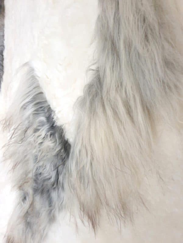 10 7 1 - Patchwork schapenvacht tapijt grijs en wit (nr. 10)