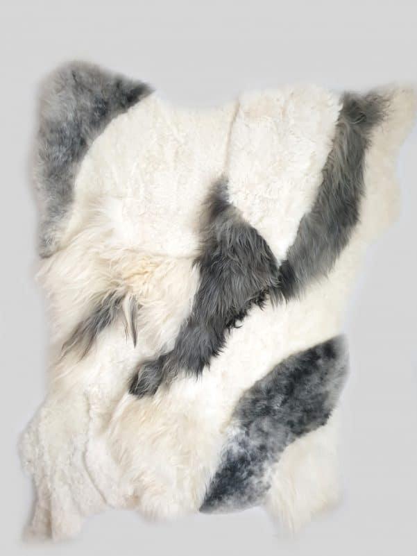 11 1 - Patchwork schapenvacht tapijt grijs en wit (nr. 11)
