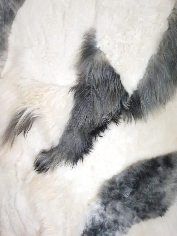 11 4 - Patchwork schapenvacht tapijt grijs en wit (nr. 11)