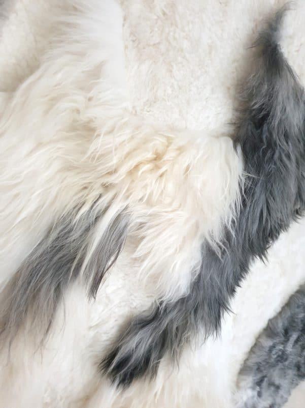 11 5 1 - Patchwork schapenvacht tapijt grijs en wit (nr. 11)