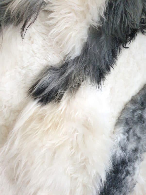 11 6 - Patchwork schapenvacht tapijt grijs en wit (nr. 11)