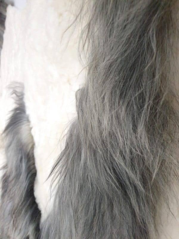 11 8 1 - Patchwork schapenvacht tapijt grijs en wit (nr. 11)