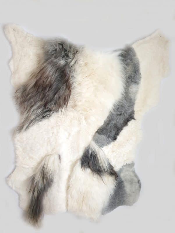 13 1 - Patchwork schapenvacht tapijt grijs en wit (nr. 13)