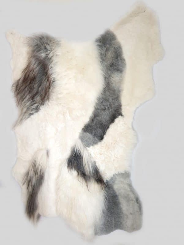 13 2 1 - Patchwork schapenvacht tapijt grijs en wit (nr. 13)