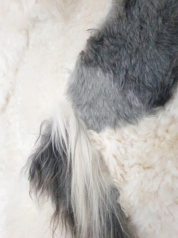13 8 - Patchwork schapenvacht tapijt grijs en wit (nr. 13)