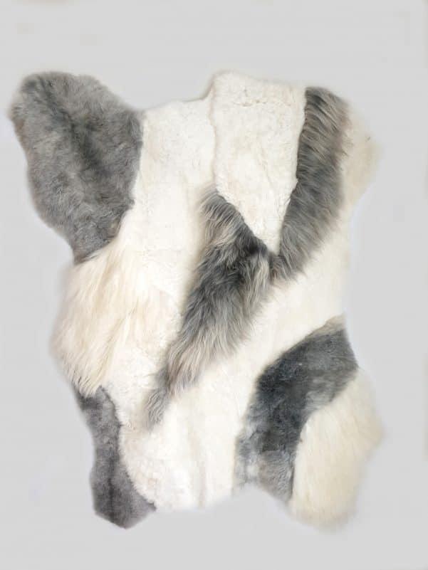 14 1 - Patchwork schapenvacht tapijt grijs en wit (nr. 14)
