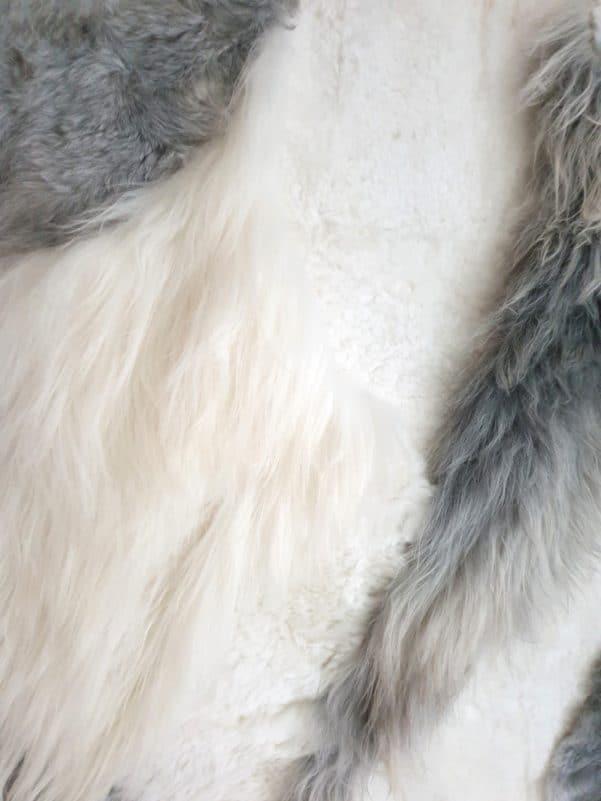 14 4 - Patchwork schapenvacht tapijt grijs en wit (nr. 14)