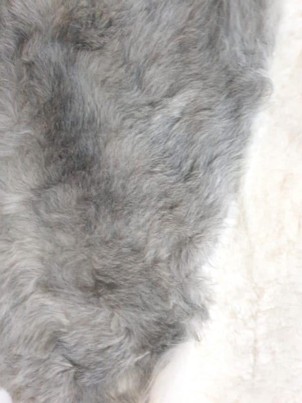 14 5 - Patchwork schapenvacht tapijt grijs en wit (nr. 14)