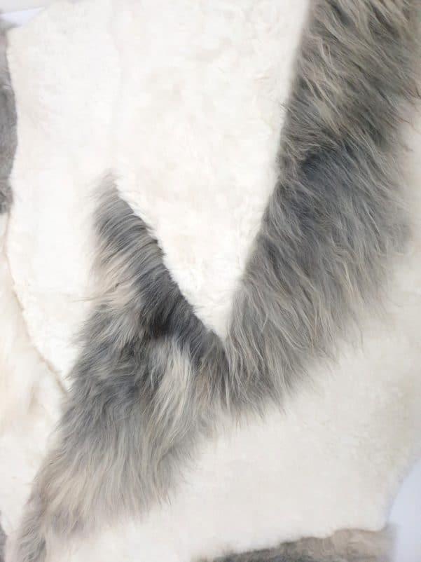 14 7 1 - Patchwork schapenvacht tapijt grijs en wit (nr. 14)