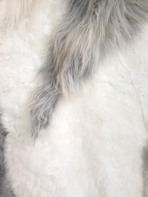 14 9 1 - Patchwork schapenvacht tapijt grijs en wit (nr. 14)