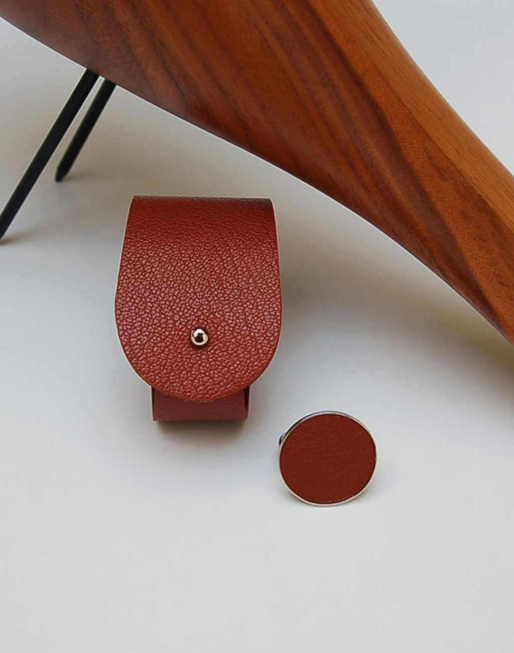 armband en middelmaat ring cognac